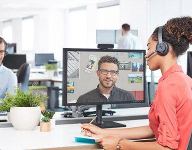 Las nuevas herramientas deben conectar empleados que trabajan de manera presencial con quienes lo hacen en remoto